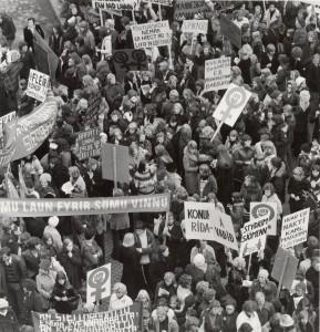 Kvennafrídagurinn 24. október 1975. Fjöldafundur á Lækjartorgi.